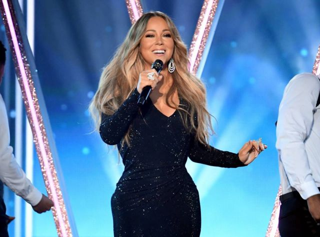 Mariah out did hereself at the Billboard Award.