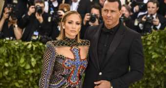 Engagement between Jennifer Lopez and Alex Rodriquez seems to off.